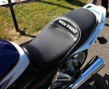 Sculptured Seat - GSX1400 White